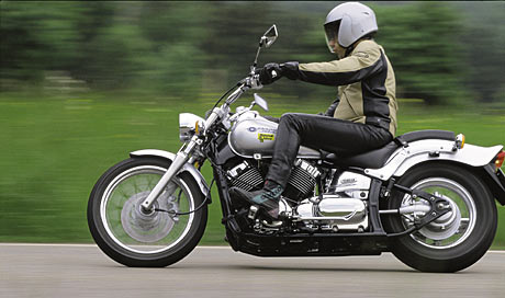 Die Yamaha XVS 650 Drag Star in der Normalversion.