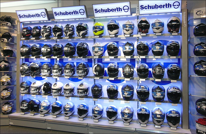 Shop-in-Shop-System für Schubert-Helme in den Polo-Filialen