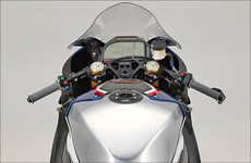 BMW HP4 Race: Alutank, 2D-Instrument