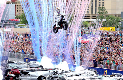 Travis Pastrana repeats Evel Knievel's Jumps | Car Jump