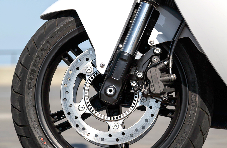 dimensions axe de roue AV Bmw_c-evolution_03